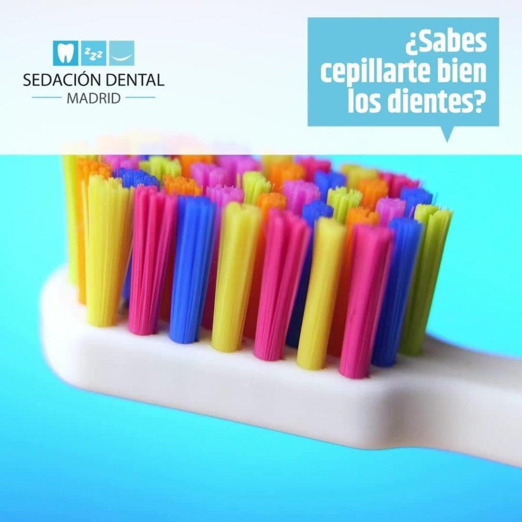 ¿Sabes cepillarte bien los dientes? La mayoría de las personas no hacen más del ...